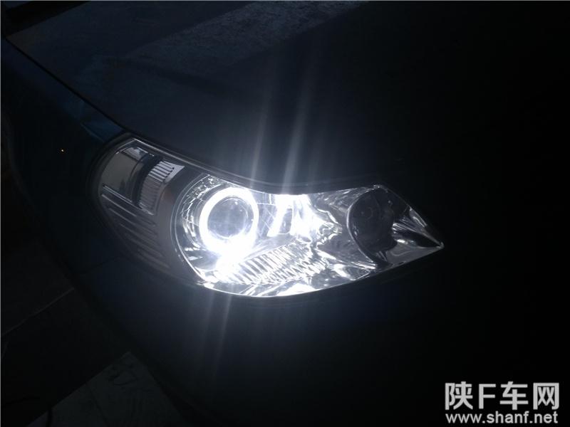 铃木天语,原车大灯是远近光一体的h4型车灯,升级q5双光透镜后,近光