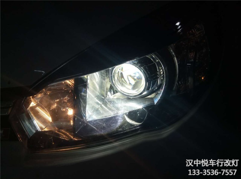 汉中汽车改装大灯,长城M4改装悦车行OE版双光透镜,加装氙气灯