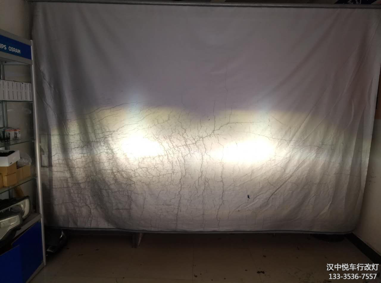 汉中改灯 汉中悦车行改装斯柯达明锐国产海拉五透镜法雷奥安定欧司朗氙气灯